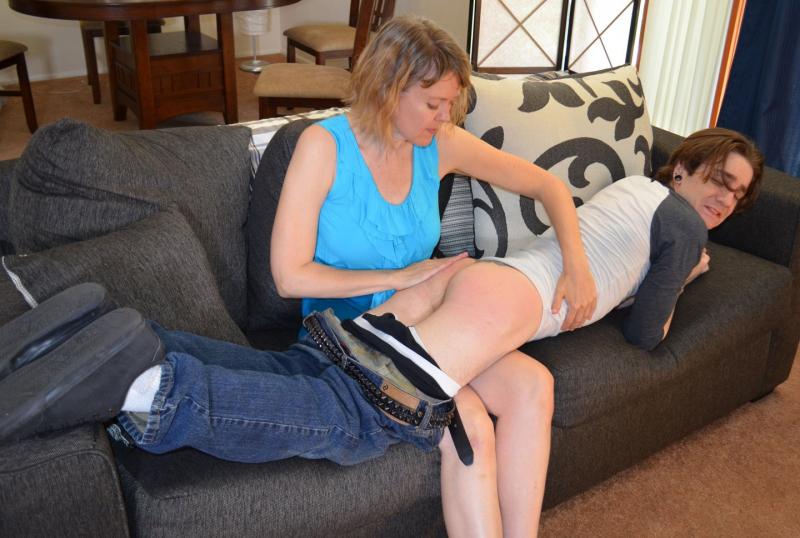 nudist-step-moms-spank-extra